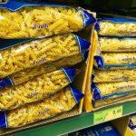 ローマのスーパーマーケットに入ってみると、やっぱりパスタだらけ