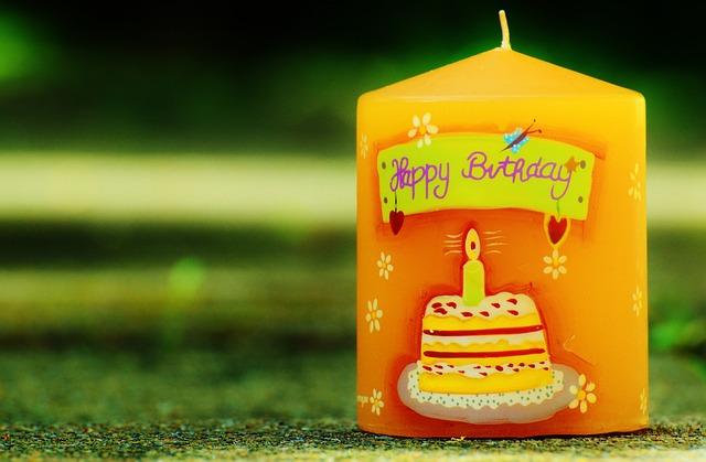 誕生日の英会話コラム「海外では一人で過ごす誕生日はありえない?」