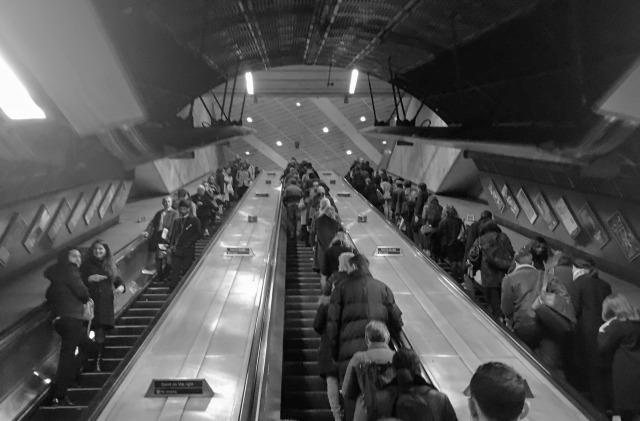 ロンドン地下鉄のエスカレーター