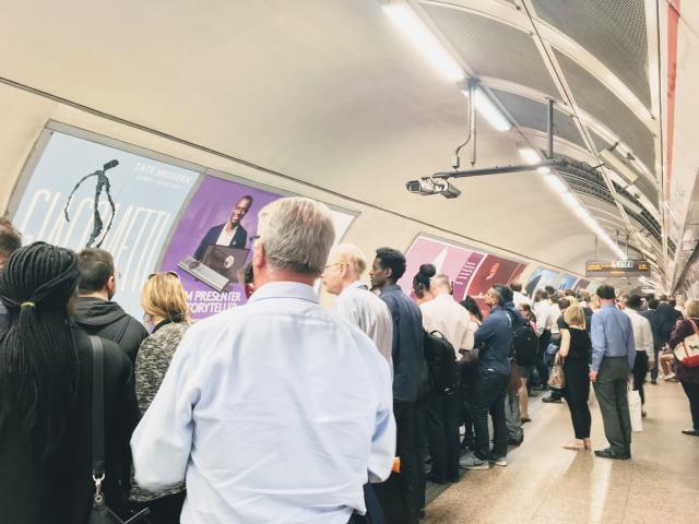 ロンドン地下鉄の光景