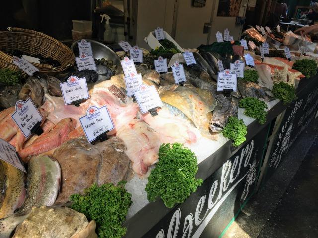 ロンドン バラ・マーケットの魚
