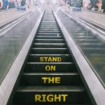 ロンドンの地下鉄は文字通り、深い。地上に上がる時はいつも小旅行気分