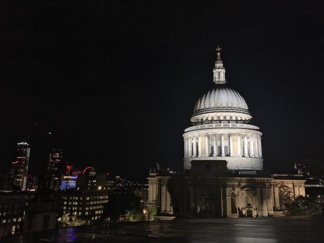 セント・ポール大聖堂と西ロンドンの街