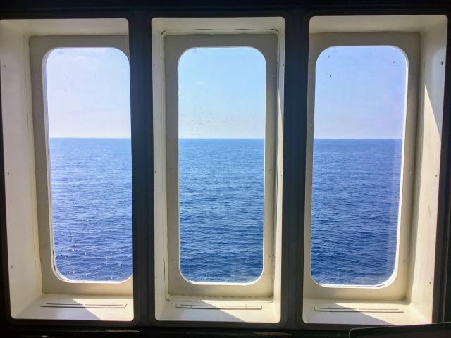 ブログを書きながら見ていた海
