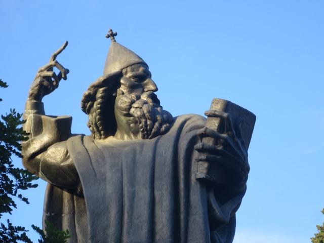グルグール・ニンスキ像