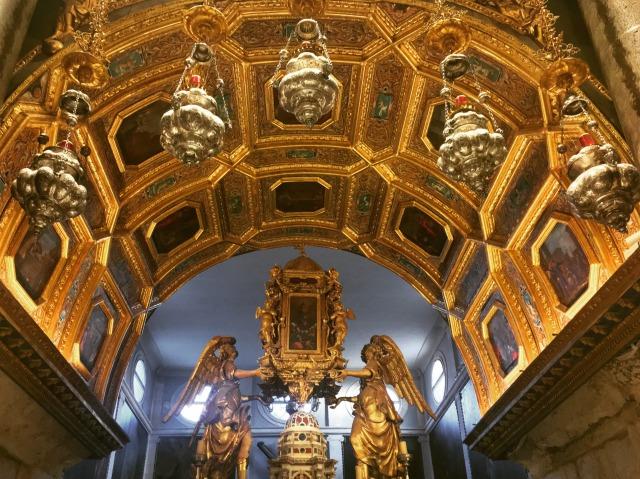 聖ドミニウス大聖堂・主祭壇上部の装飾