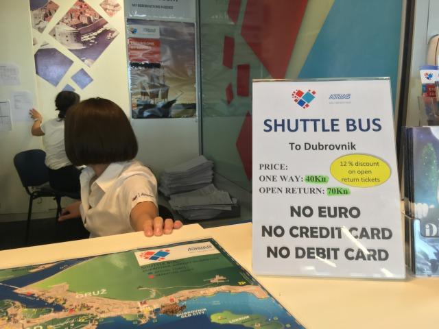 ドブロブニク空港シャトルバスチケットカウンター