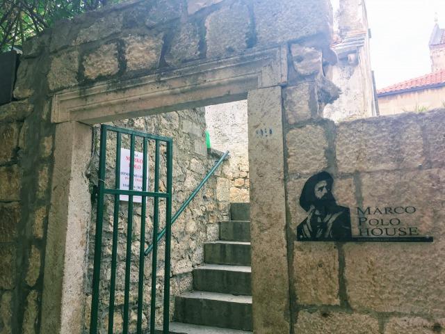 コルチュラ旧市街マルコ・ポーロ生家の入り口
