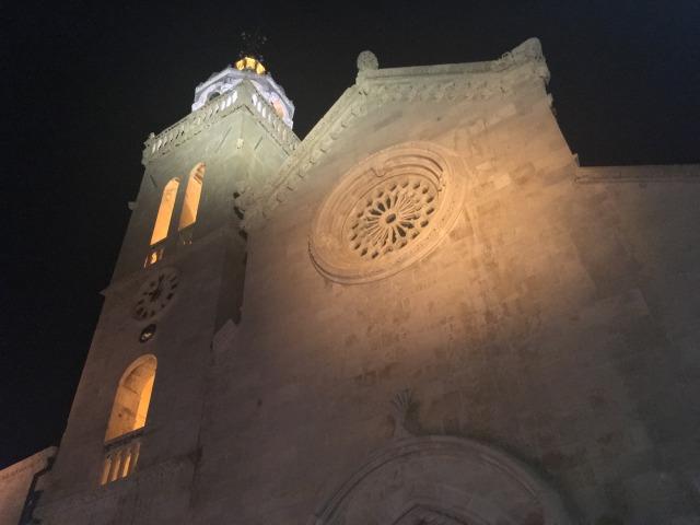 コルチュラ島旧市街夜の聖マルコ大聖堂