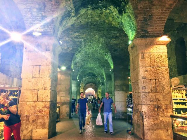 スプリットのディオクレティアヌス宮殿・青銅の門