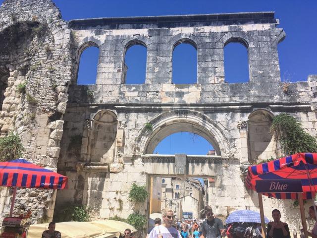 スプリットのディオクレティアヌス宮殿・銀の門