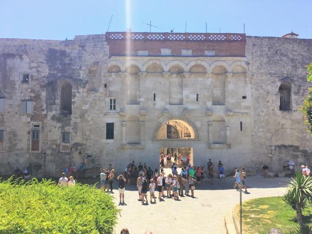 スプリットのディオクレティアヌス宮殿・金の門