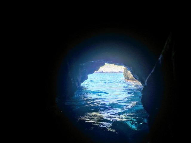クロアチア・青の洞窟の入り口(洞窟内から見たバージョン)