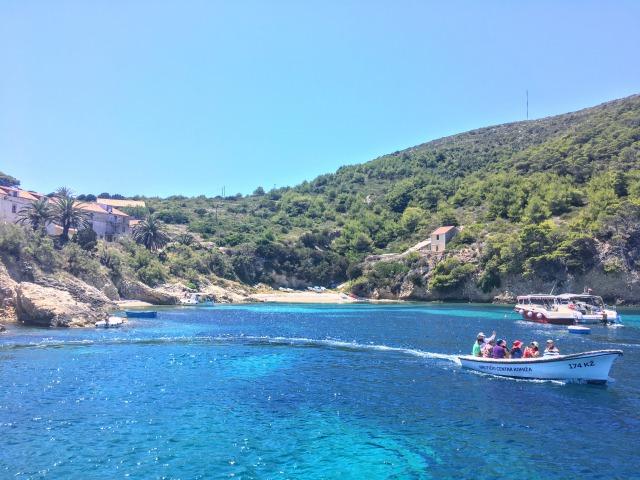 青の洞窟があるビシェボ島の海