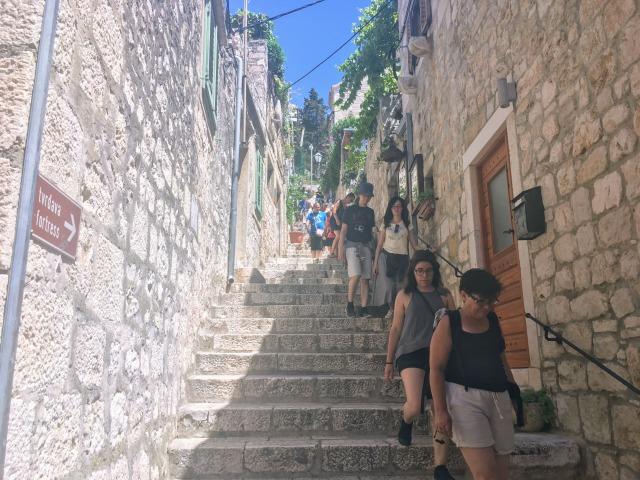 フヴァルの城壁へと続く階段
