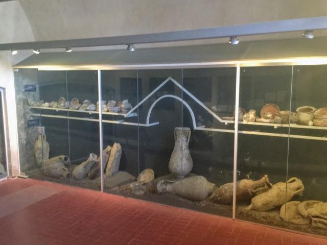 フヴァル城塞内の遺跡展示スペース