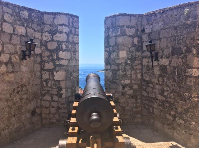 フヴァル城塞内にある鉄砲台