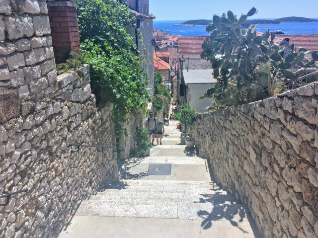 フヴァル城塞まで続く階段
