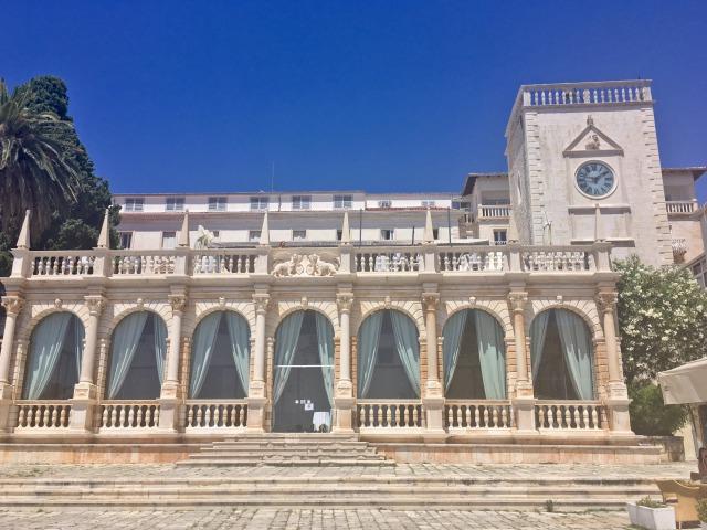 フヴァルの市庁舎