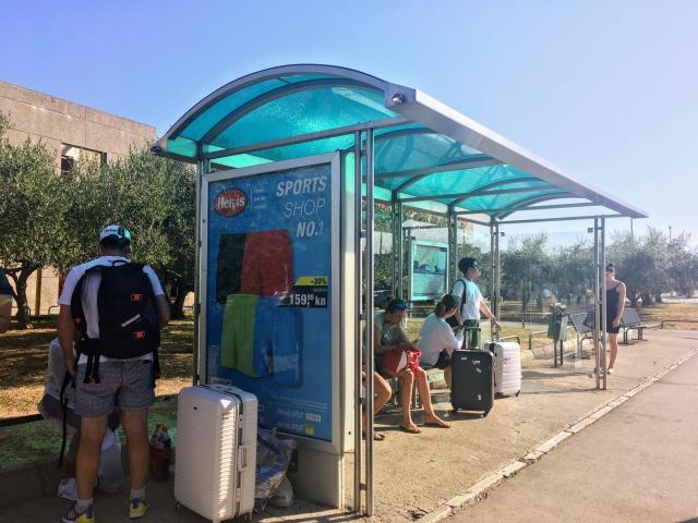ザダルメインバスターミナルの外にあるバス停