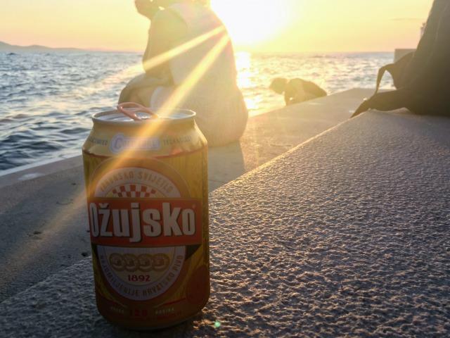 クロアチアの定番ビール「オジュイスコ」