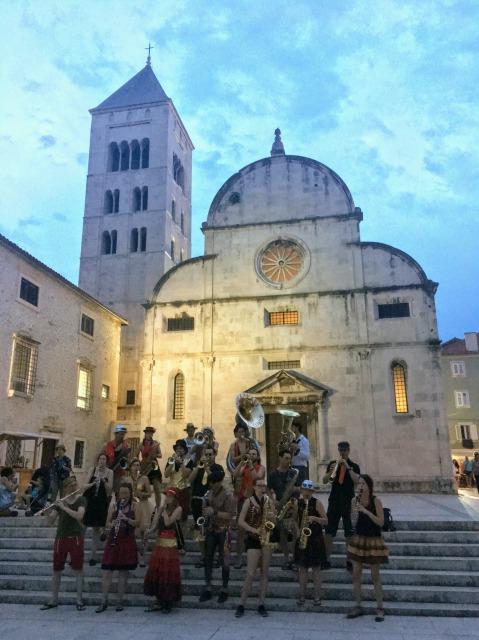 ザダル聖マリア教会の前で開かれていたコンサート