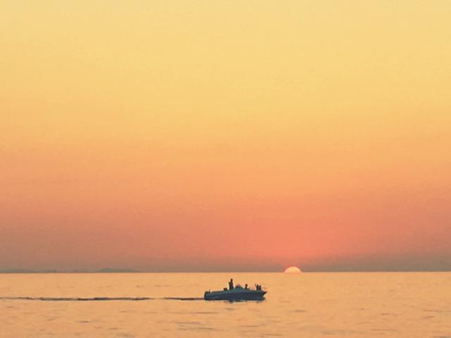 ザダルの街と海全体がオレンジ色に染まった瞬間