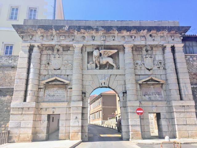 ザダル旧市街の入り口となるメインゲート「陸の門」
