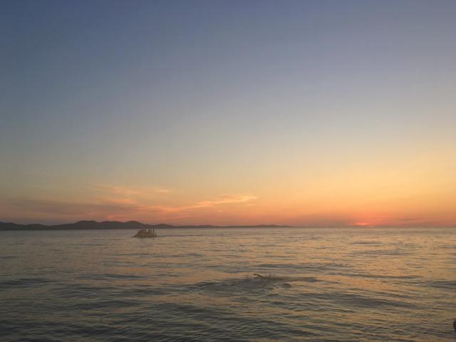 太陽が沈み、少しずつ夜の色に変わっていくザダルの空