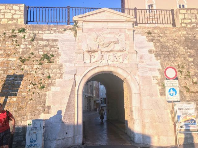 ザダルの海の門