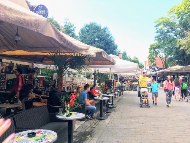 観光客で賑わうトカルチチェヴァ通り