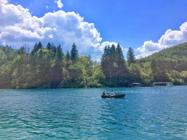 プリトヴィツェ湖群国立公園のボート