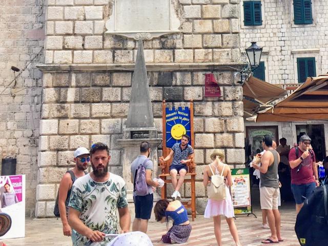 コトル武器の広場、恥の柱