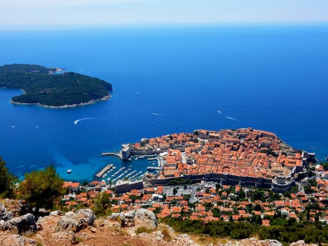 スルジ山から見たドブロブニク旧市街とアドリア海