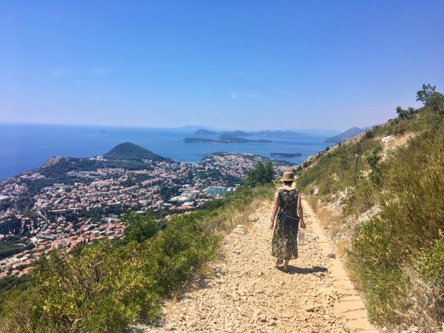 スルジ山の登山コース