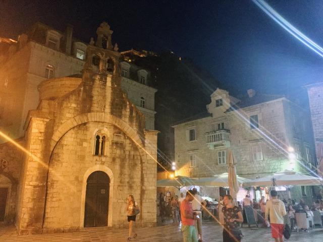 夜の聖ルカ教会