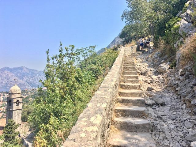コトル城壁の階段