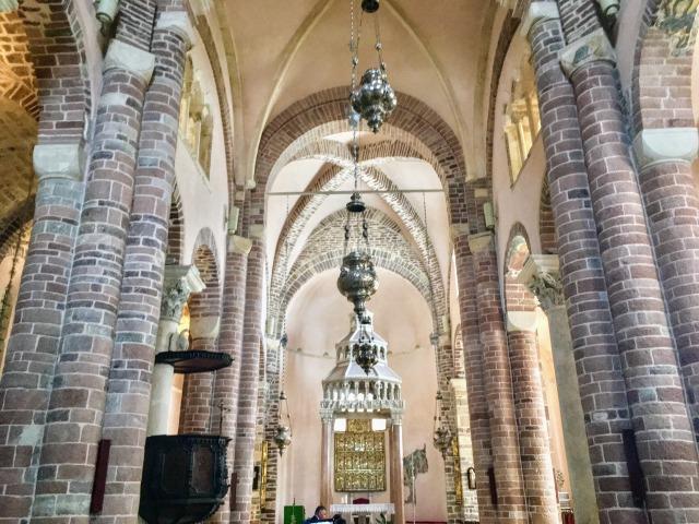聖トリンプ大聖堂の内部の様子