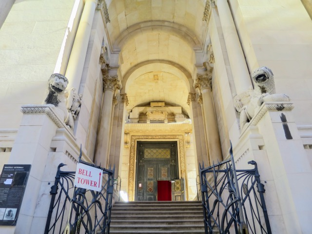 聖ドムニウス大聖堂の入り口