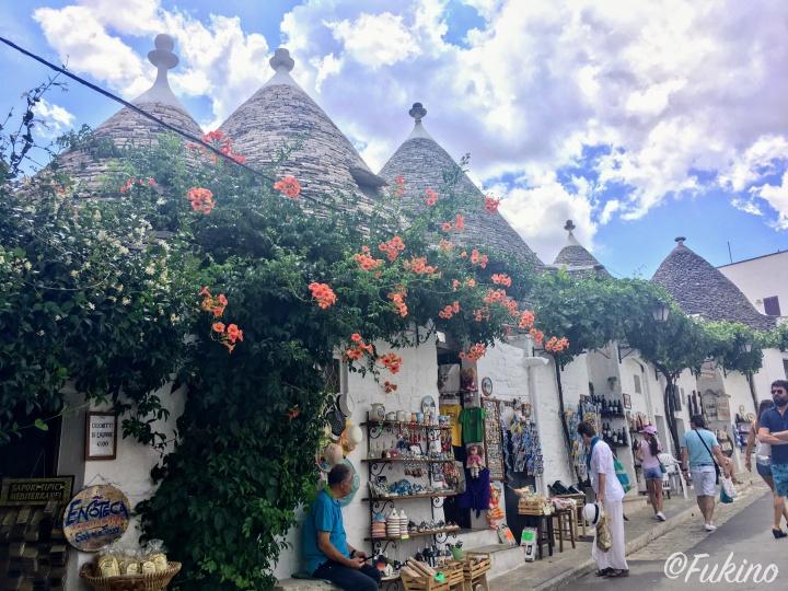 多くの観光客で賑わうアルベロベッロ