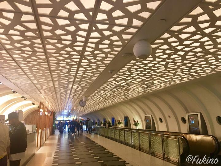 第3ターミナルから第1ターミナルへ移動する道の装飾も素敵