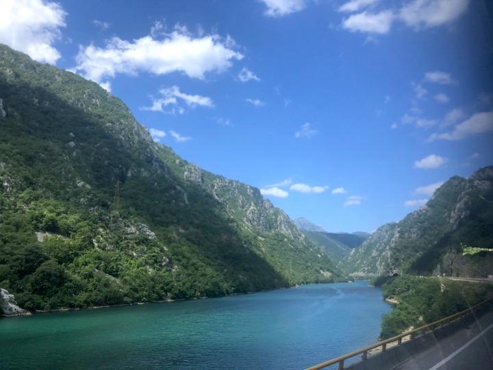 モスタル→サラエボへの移動中、バスから見えた絶景