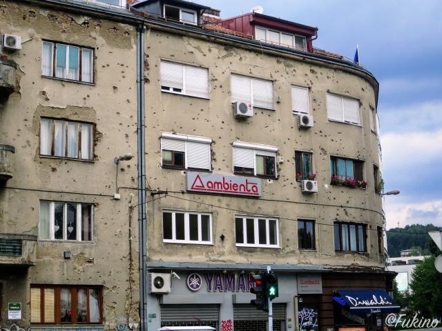 弾丸の跡が残る建物は未だに数え切れないほどある