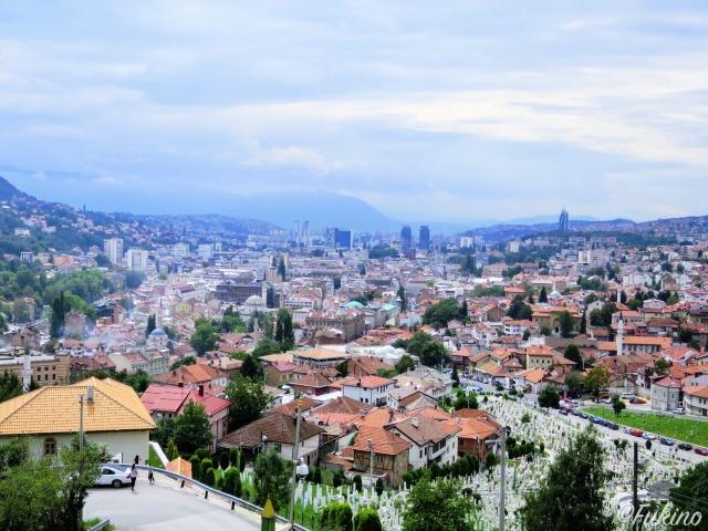 テラス席から見下ろすサラエボ旧市街