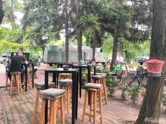 カフェTitoの広い敷地内にはたくさんの席