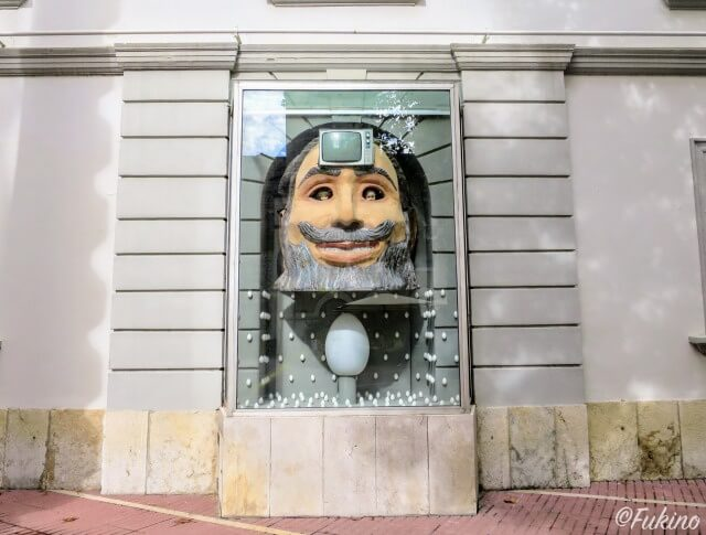 ダリ劇場美術館の外壁に埋め込まれたアート