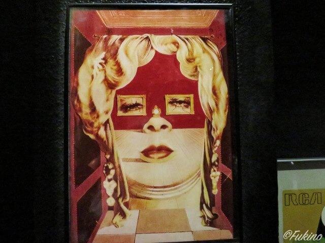 ダリが最初に水彩画で描いたメイ・ウエストの部屋