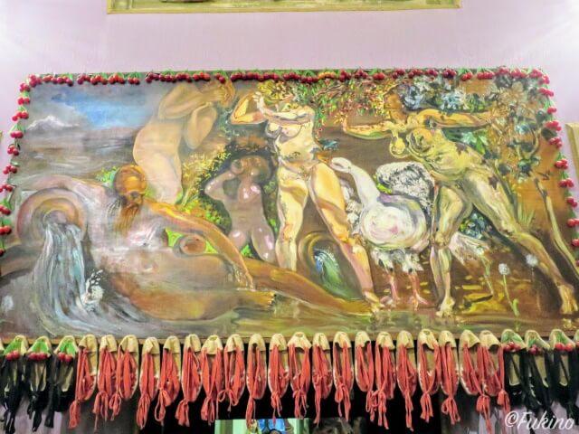 エスパドリーユが大量に装飾された絵画