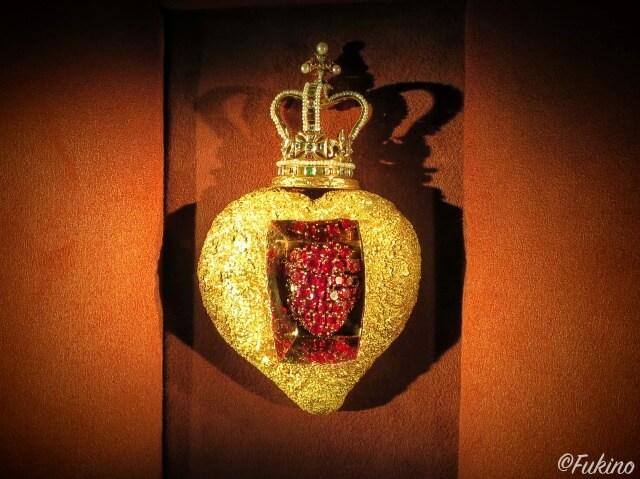 ダリが手がけた宝石の中でも傑作の「ロイヤル・ハート」