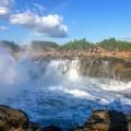 レンボンガン島の人気観光地「デビルズ・ティアーズ」大迫力の悪魔の涙を体感!